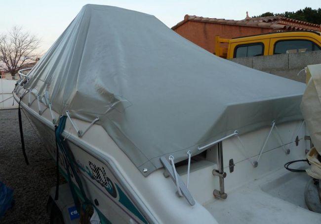 bateau avec bâche d'hivernage